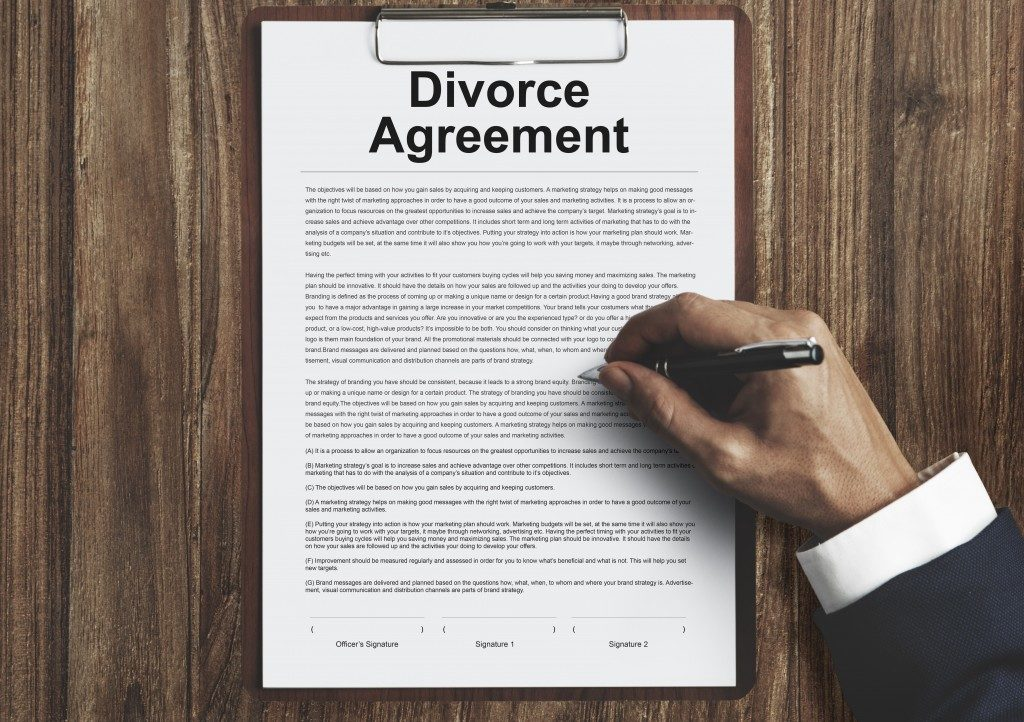 divorce agreement being signed